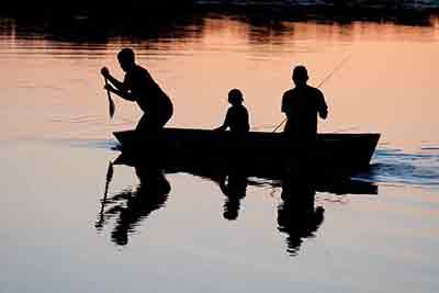 wędkowanie na jeziorze